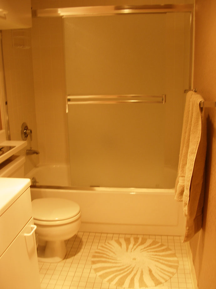 113-08-bathroom.jpg