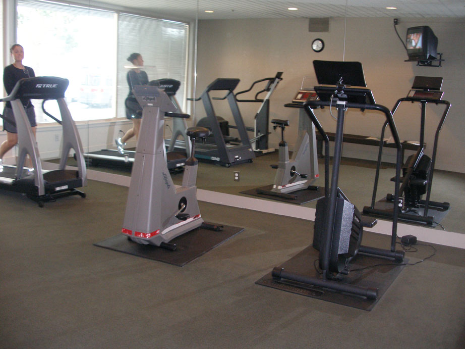113-10-fitness-center.jpg