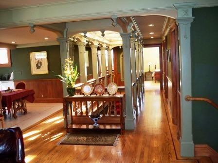 134-01-top-floor-hallway.jpg
