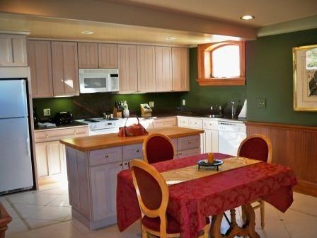 134-06-top-floor-kitchen.jpg