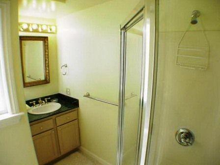 134-08-top-floor-bathroom-2.jpg