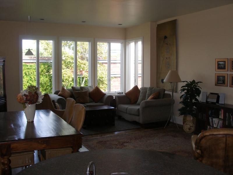 146-01-livingroom.jpg