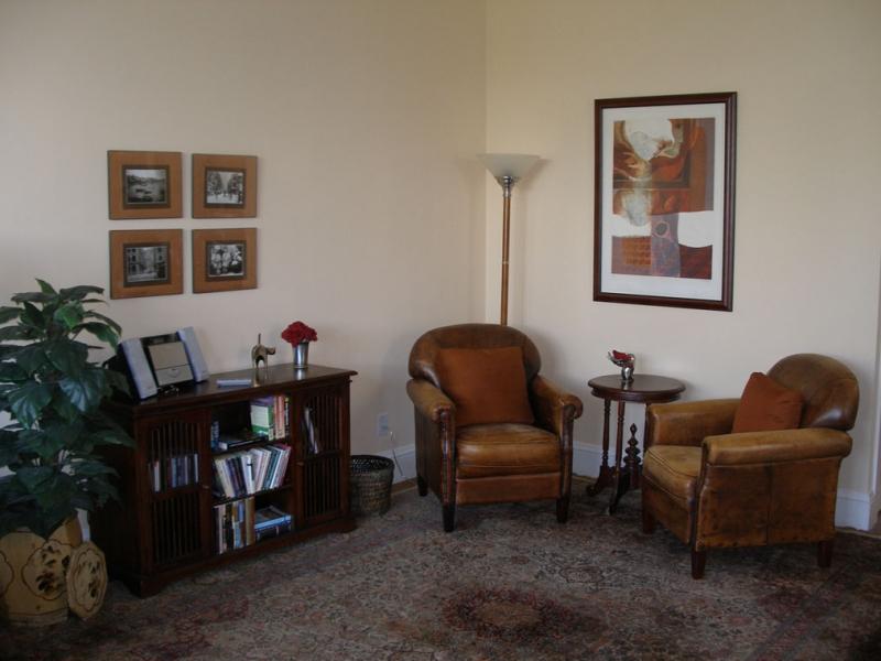 146-02-livingroom.jpg