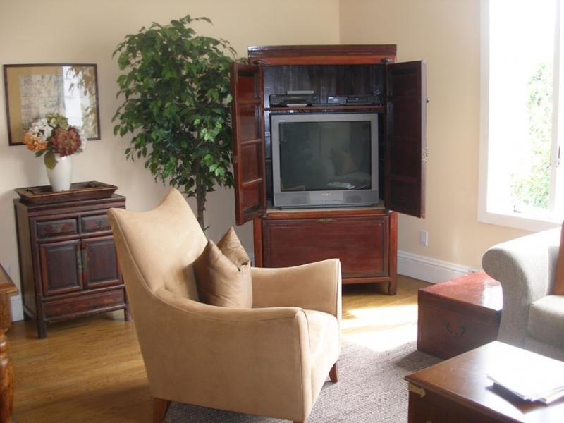 146-03-livingroom.jpg