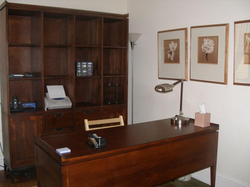 146-04-office.jpg
