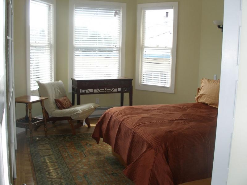 146-08-bedroom-2.jpg