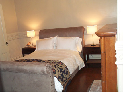 153-09-bedroom.jpg