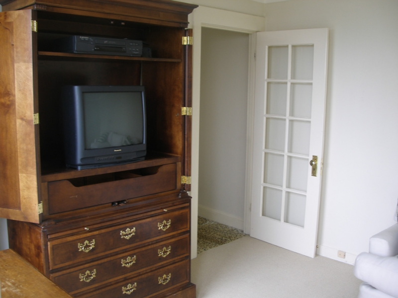 164-04-2nd-floor-familyroom.jpg