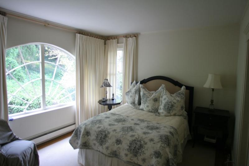 164-07-bedroom3.jpg