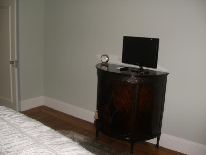 179-08-bedroom-2.jpg