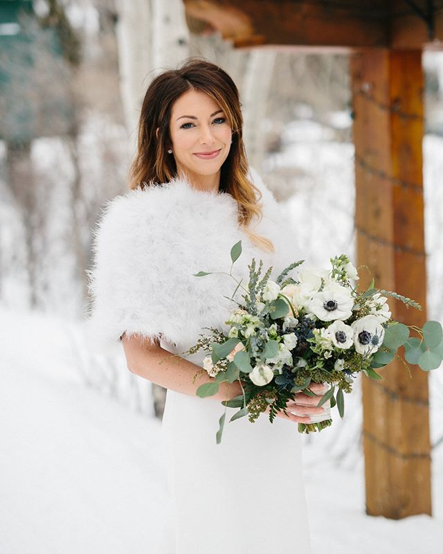 Dreaming of a white Christmas! Merry Christmas 🎄  Photo @jacquelynnphoto  HMU @simplymindyk  Floral @urbanchateaufloral