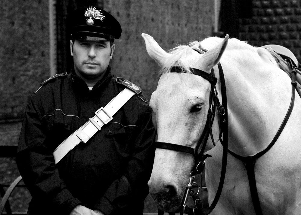 carabiniere e cavallo.jpg