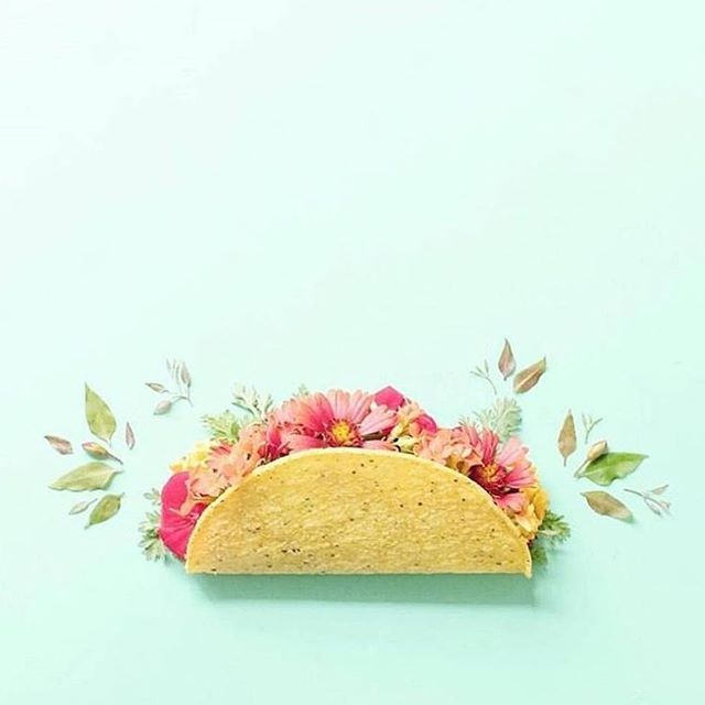 Dilemma... your sexy man crush asked you out for TACO TUESDAY. But you told him you'd be an hour late because you have to get a spray tan first. NOT ANYMORE! We come to your location - now you never have to miss Taco Tuesday again. Besides, tacos taste better when you're tan... we promise, (wink).⠀ ⠀ #tacotuesday #ilovetacos #tacosarelife #tansbeforetacos #tanningfortacos