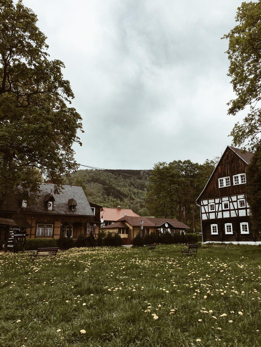 Dom z prawej strony należał do noblisty Gehrard Hauptmann