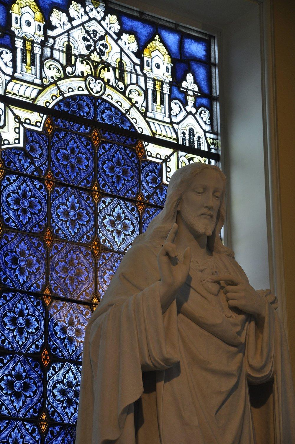 8 - Interior - Statue.JPG