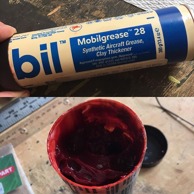 Grease is the word. And this grease is great and, I think - this is the Bull Shot formula - I swear - safe with plastics - so... post graduate safe !
