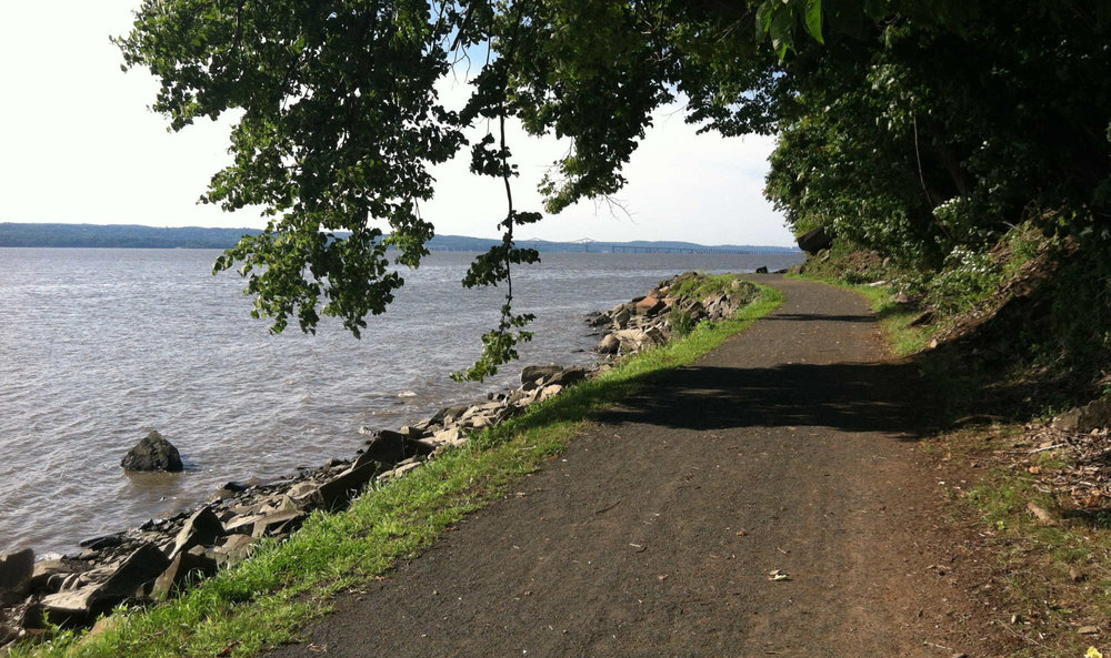 Path on the Hudson River at Nyack Beach State Park.