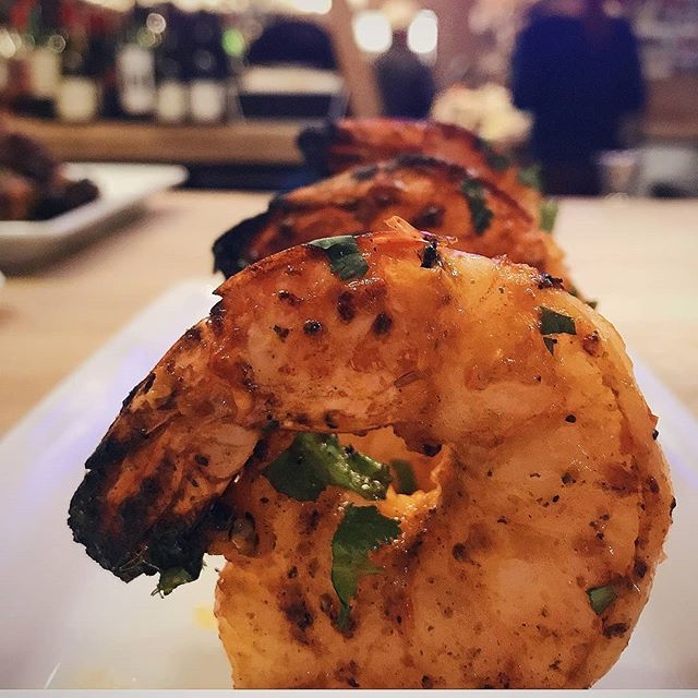 Getting up close & personal on this #meatlessmonday with our Tandoori Prawns.🦐 #indiawesthartford