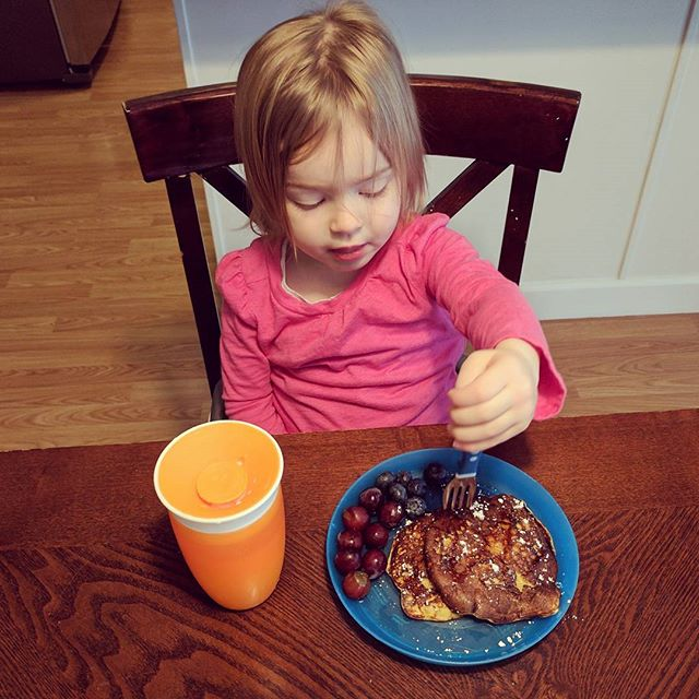 Bed head and baby/toddler pancakes. One banana (mashed) & two eggs mixed together! *Disclaimer: I do NOT like these but I don't really like eggs 😂 Emma loved them!