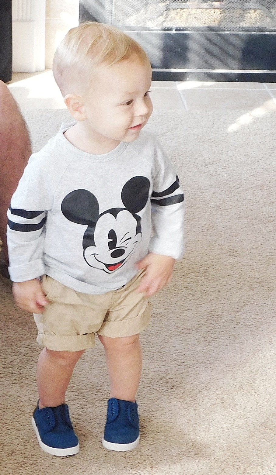 Mickey Shirt: H&M / Shoes: TOMS