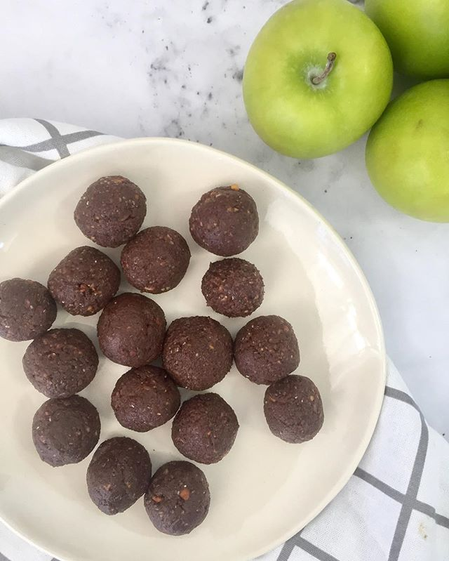 Afternoon well spent yesterday in good company with the lovely @nourishing.loz making @jshealth's sugar-free protein balls. So easy and so, so delicious. Need to make them more often! 💚
