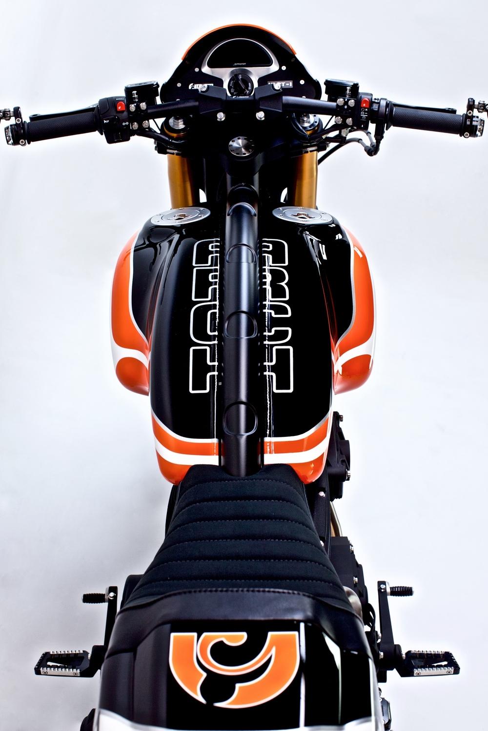 Arch+Orange-Black-White+'16+5_web.jpg