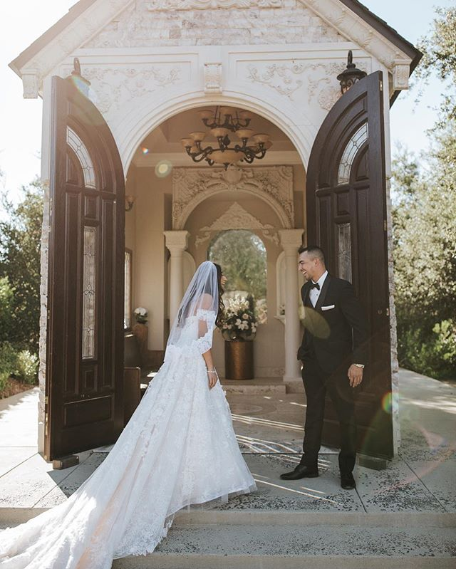 when you see her for the first time 😍🙌🏼 #fontainebleauwedding #sandiegoweddingphotographer #thatdetailtho #gulfcoastweddings #biloxiweddingphotographer #wildinlove  #weddingdressgoals