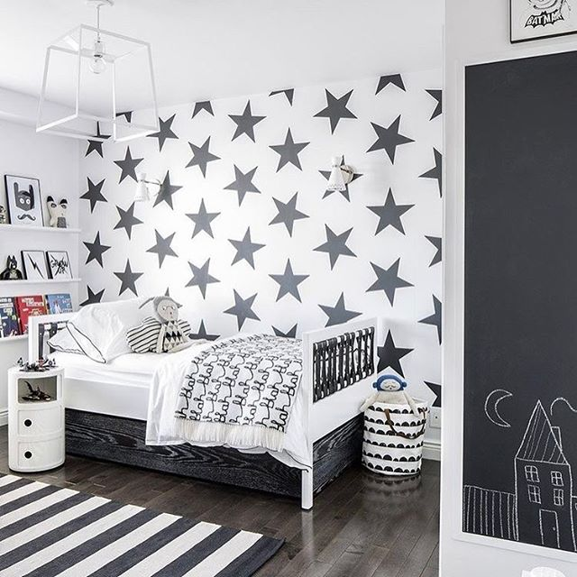 The cool boy's room with a monochrome palette ⚫️⚪️⚫️⚪️ (📷 @apartmenttherapy}