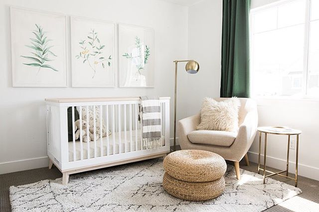 Today on 22crowns.com, Tour and Shop this Gender Neutral Nursery with a POP of green 💚 {📷 @akindesignstudio}