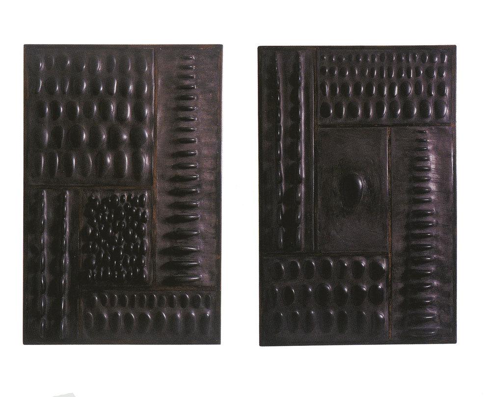 H 120 cm - L 90 cm Cadre en chêne, galets, ciment teinté ciré.