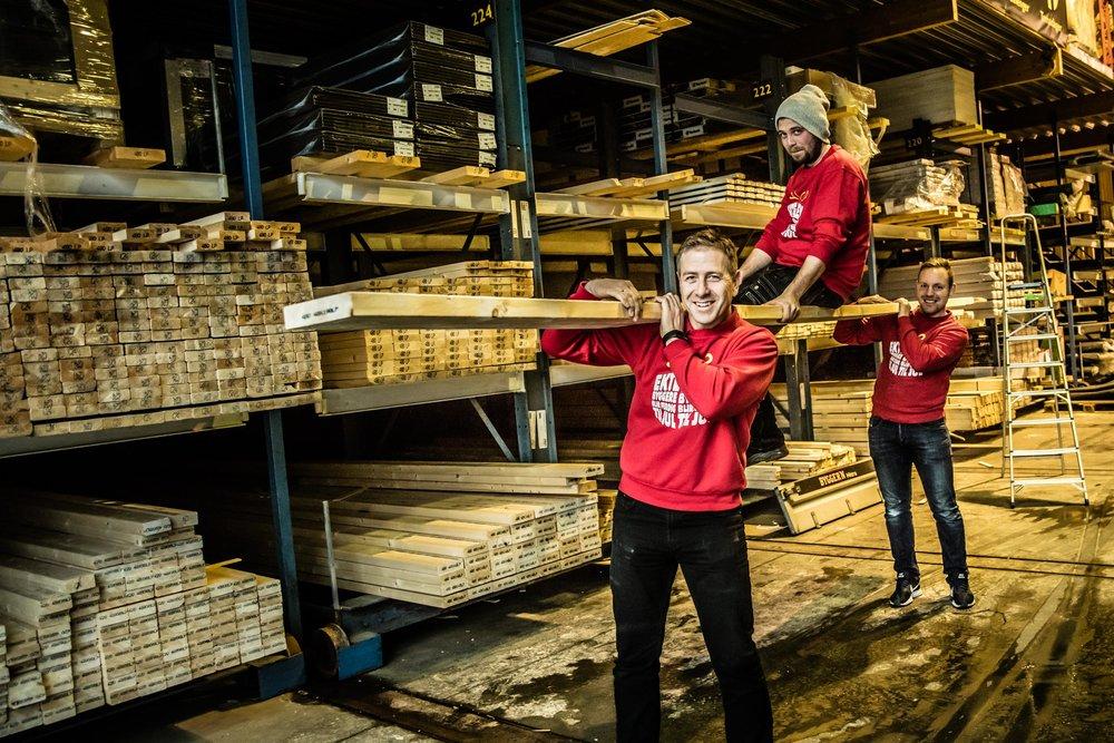 Roar Løkkeberg, Dag Åge Lotentzen og Vegard Ølstørn ved Byggern Hitra.