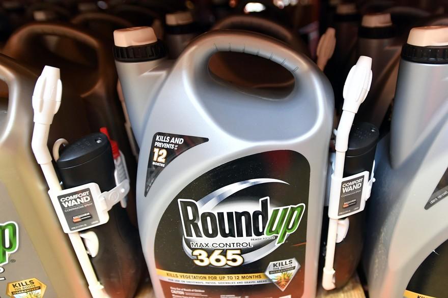7794399134_une-photo-de-roundup-l-herbicide-de-monsanto-contenant-du-glyphosate-dans-un-commerce-en-2018.jpg