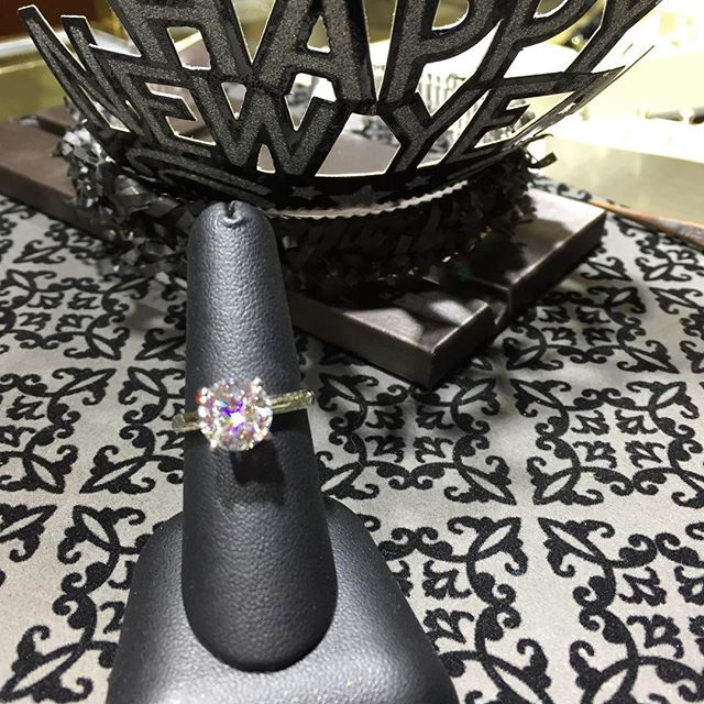 #happynewyear2018 #pughsdesignerjewelers #diamond #stellar