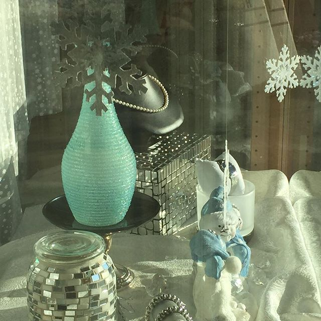 #storewindows#pughsdesignerjewelers #diamonds#winter#open