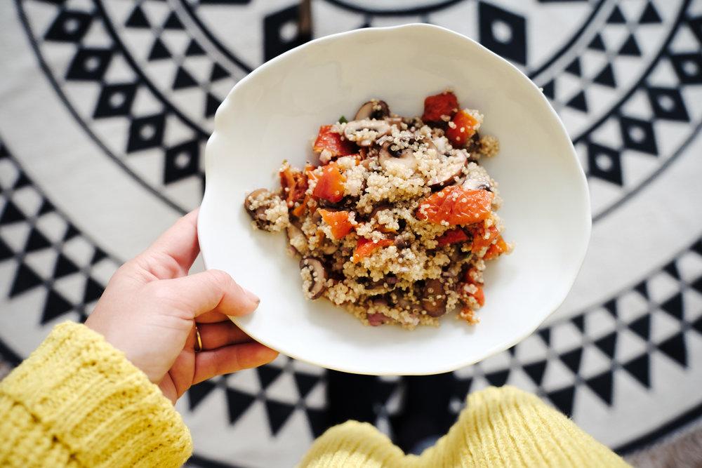 Quinoasalade met zongedroogde tomaat en champignons