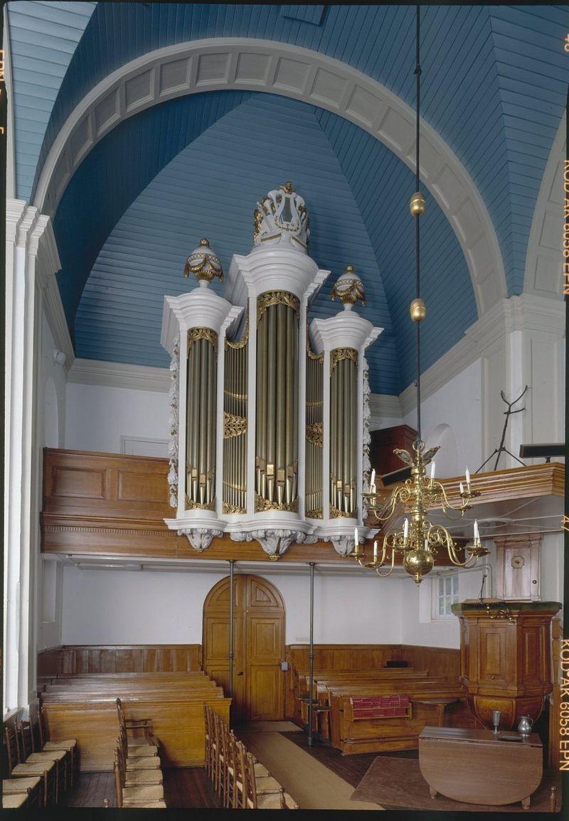 800px-Interieur_en_orgel_van_de_Hervormde_Kerk_te_'s_Gravenland_-_'s-Graveland_-_20349177_-_RCE.jpg