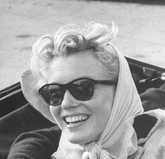 Marilyn Monroe's classic sunglasses & bandanna look.