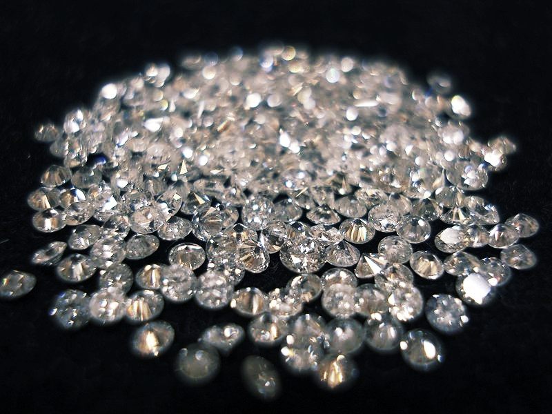 DIAMONDS - She kept many of her diamonds in a safety deposit box -- but to her insurer's chagrin, she also stored many at home where she could look at them.