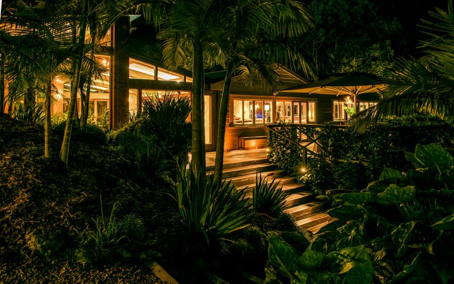Kauri-Springs-Lodge-external-night-4.jpg
