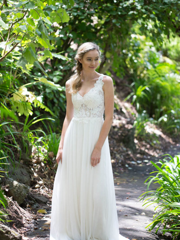snow-lotus-wedding-gown-from-daisy-range-katie-yeung-at-novia-brides-2-600x800.jpg