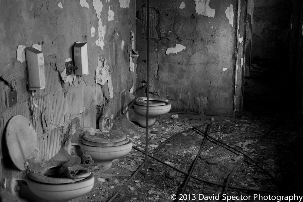 I dont know what it is about bathrooms in abandoned buildings that I love so much.