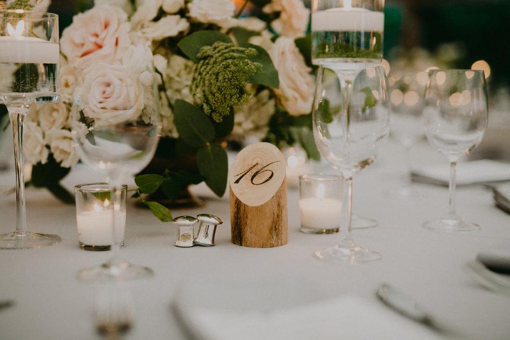 tables reception 02.jpg