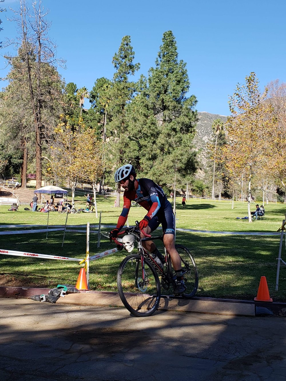 Sam Selfridge on the course. Be sure to take a close look at his bike…the front of the bike. Yup.