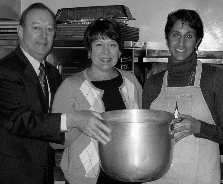 Roger & Pam Wright pass the pot to Sandra Lane