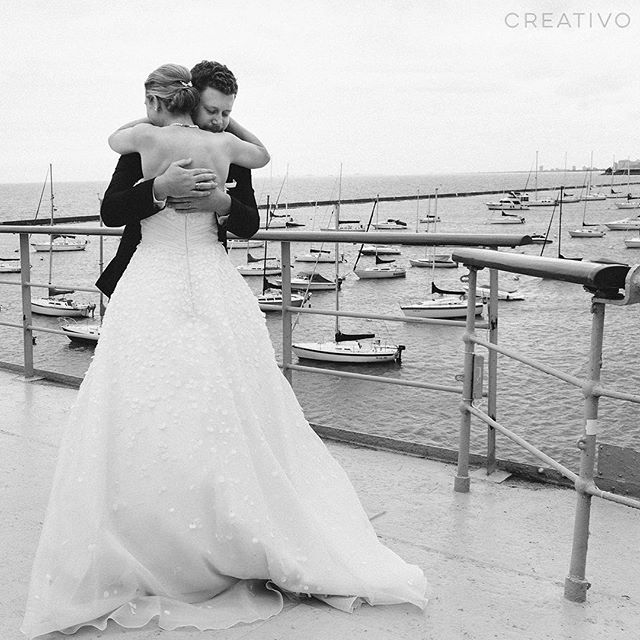 A loving embrace is the safest harbor. ❤️#chicagoweddings #lakemichigan #chicagoweddings #