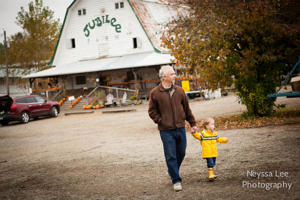 generational photo, pumpkin patch, Snoqualmie kids Photos, Carnation Family Photographer