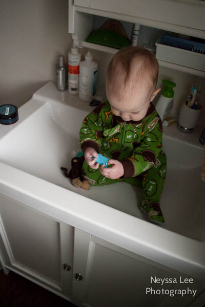 Sleeping toddler photos, Baby in the sink, Big beds and big sinks