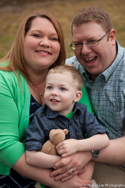 Cuddles for Photos, Snoqualmie Family Photographer