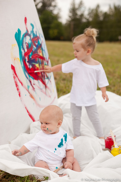 Photographing colorful mini sessions, kids painting photos, siblings