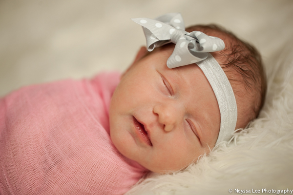 photos of a baby sister, newborn photography, snoqualmie photographer